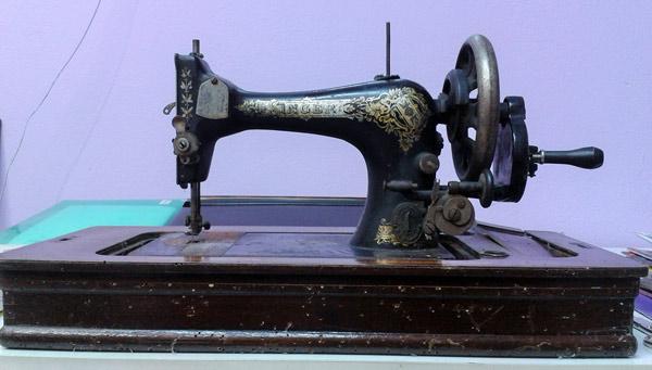 máquna de coser de manivela